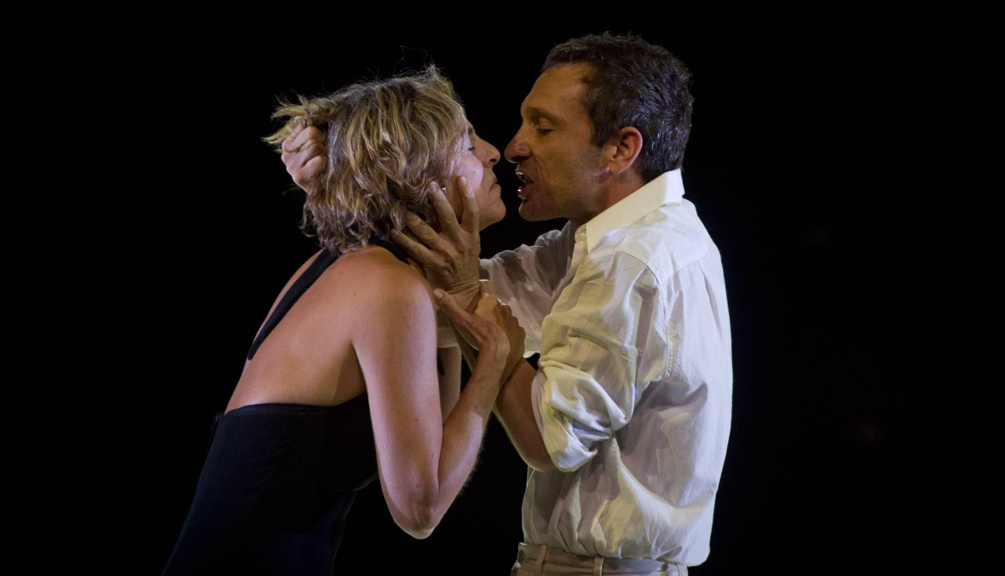 Mónica López y Pablo Derqui, en el ensayo de 'Calígula', el pasado jueves en el Teatre Nacional de Catalunya.