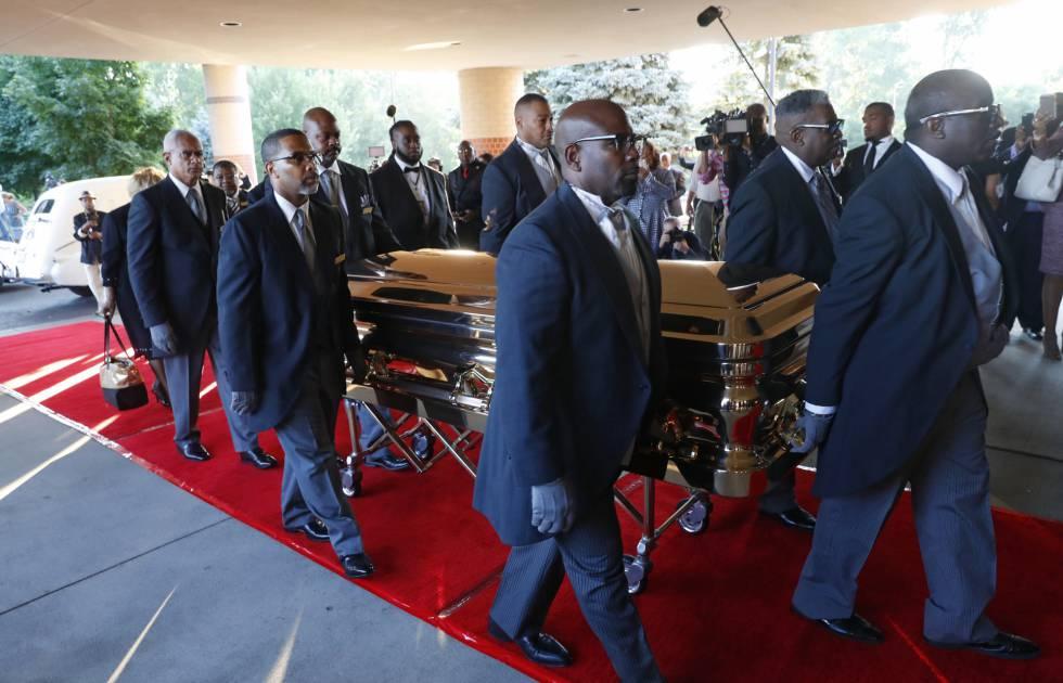 El obispo del funeral de Aretha Franklin pide disculpas a Ariana Grande