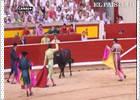 El Juli, dos orejas y cornada en Pamplona