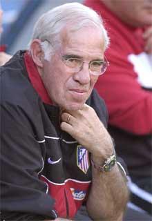 Luis Aragonés, en una foto del año 2002, cuando entrenaba al Atlético de Madrid.