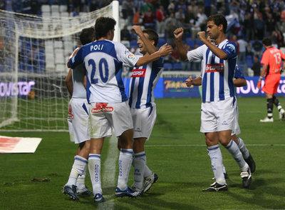 Los jugadores recreativistas celebran el gol de Martins
