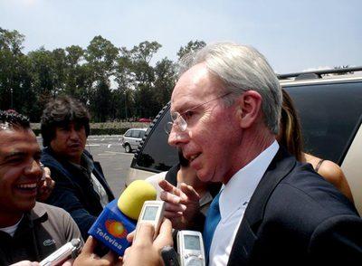El doble del seleccionador concedió entrevistas a los reporteros