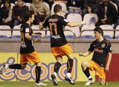 El delantero del Valencia celebra su gol ante el Deportivo
