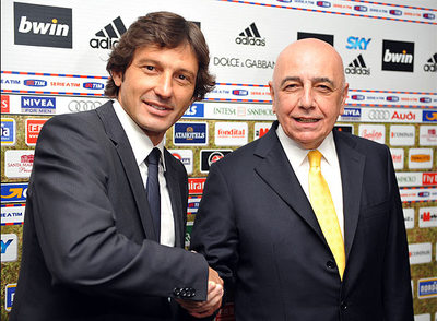 Galliani (derecha) estrecha la mano de Leonardo, el nuevo técnico milanista.