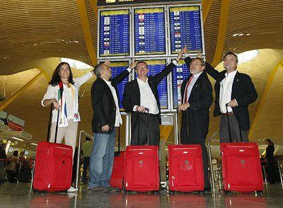 De izquierda a derecha, Mercedes Cohen, Alejandro Blanco, Gallardón, Lissavetzky y Manuel Cobo, en Barajas.