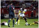 El Sevilla gana por lo alto