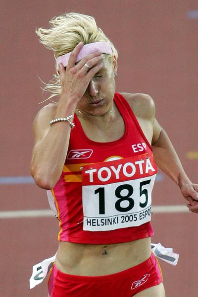 Marta Domínguez, nada más cruzar la meta en uno de los Mundiales que ha disputado.