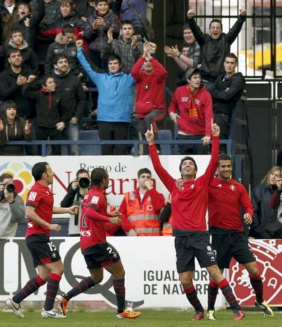 Los jugadores de Osasuna celebran el primer gol ante el Espanyol.