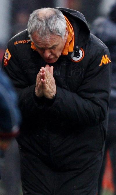 Ranieri se lamenta durante un momento del encuentro de hoy