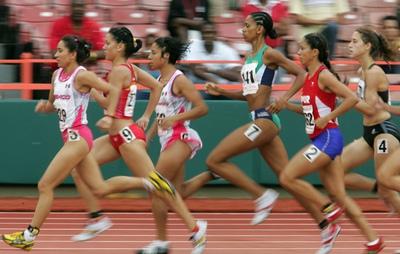 Isabel Macías (la segunda por la izquierda), en una competición internacional en 2006.