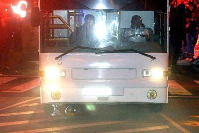 El autobús del Madrid arrolla la Copa después de que se le cayera a Sergio Ramos.