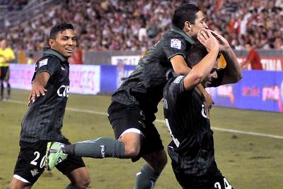 Rubén Castro celebra el gol del triunfo bético.