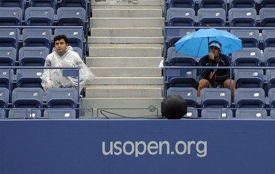 Dos aficionados en una de las gradas del Abierto de Estados Unidos.
