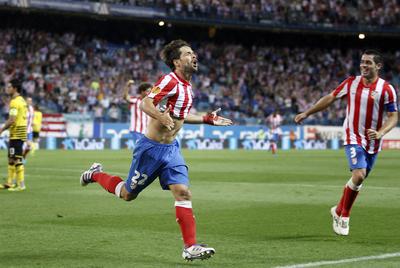 Diego celebra su primer gol con el Atlético de Madrid.