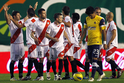 Los jugadores del Rayo celebran el primer gol ante la Real Sociedad.