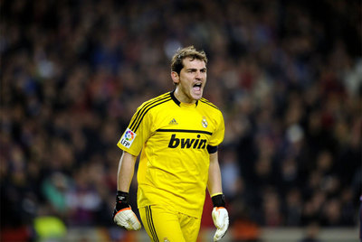 El portero del Real Madrid, Iker Casillas, durante el partido de anoche.