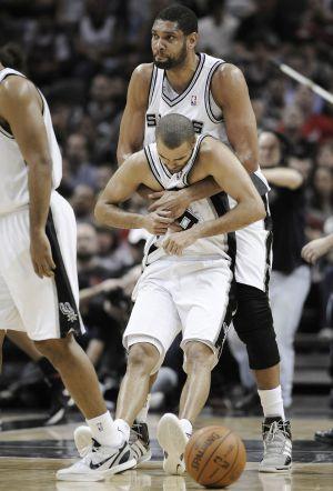 Tim Duncan y Tony Parker, en un paratido con los Spurs.