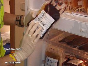 Bolsas de sangre incautadas en los registros de la Operación Puerto.