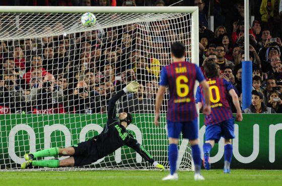 Messi lanza el penalti al larguero.