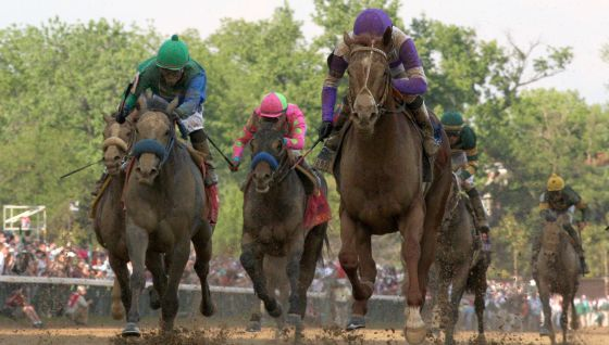'I´ll have another' momentos antes de ganar cruzar la meta del Derby de Kentucky.