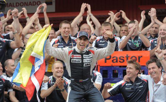 Maldonado festeja el triunfo con sus compañeros.