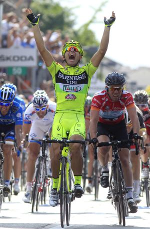 Guardini se impone a Cavendish en la meta de Vedelago.