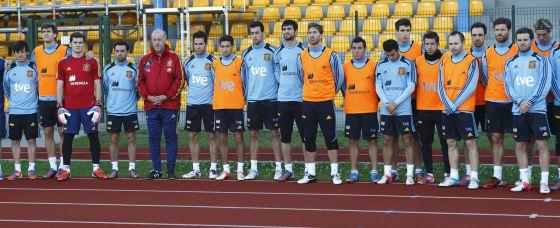 Los jugadores de la selección española guardaron un minuto de silencio