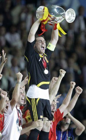 Casillas levanta la Eurocopa en 2008