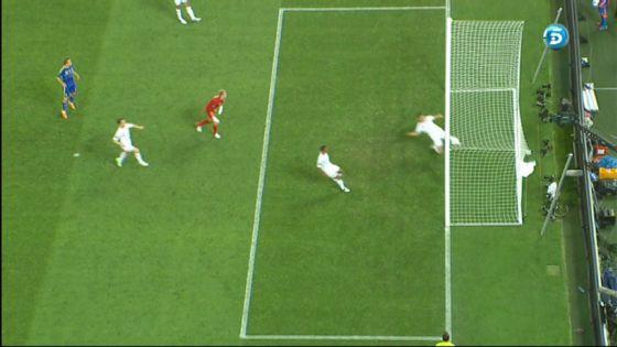 Una captura de televisión que muestra el gol de Devic a Inglaterra