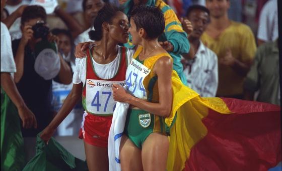 Tuli y Mayer celebran sus medallas.