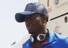 Diop se tiene que bajar del avión