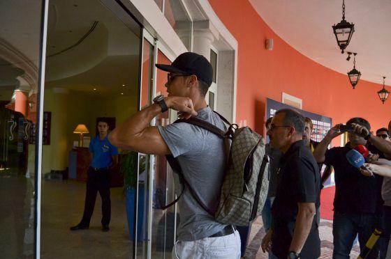 Cristiano Ronaldo llega al centro de entrenamiento de Praia D'el Rey en Obido (Portugal)