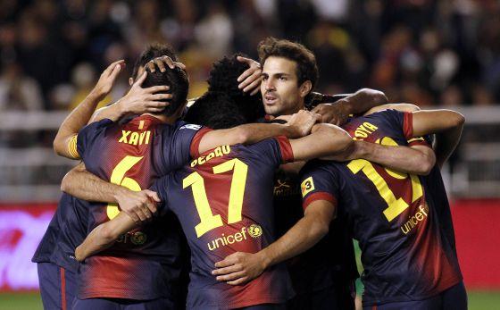 Los jugadores del Barça celebran uno de los goles al Rayo.