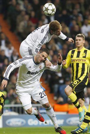 Higuaín, doliéndose tras un choque con Ramos en el partido del martes con el Borussia