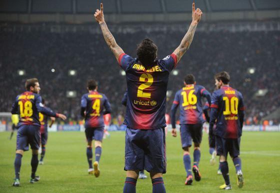 Alves celebra el gol que marcó al Spartak de Moscú este martes