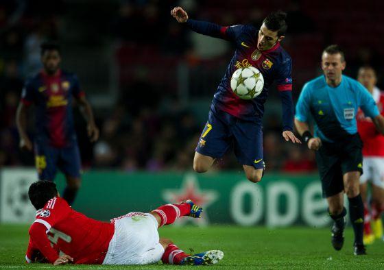 Villa salta ante Garay en el pasado encuentro de Champions ante el Benfica.