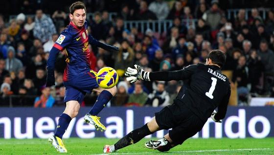 Messi bate a Iraizoz en el Camp Nou.