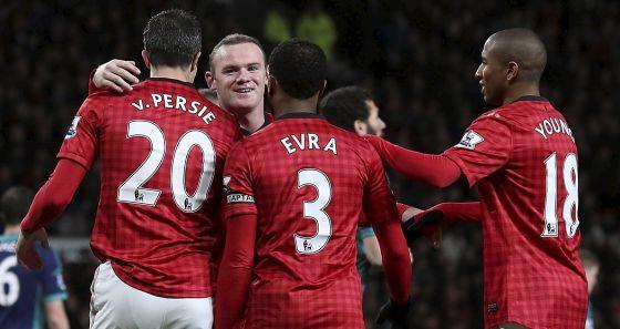 Van Persie, Rooney, Evra y Young celebran un gol al Sunderland.