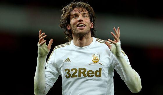 Michu celebra el gol que marcó para el Swansea el domingo al Manchester United