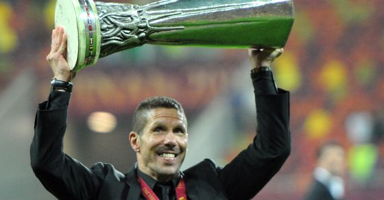 Diego Simeone celebra la Liga Europa del Atlético. rn