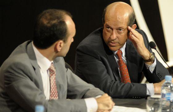 El presidente del Valencia, Manuel Llorente, durante una asamblea.