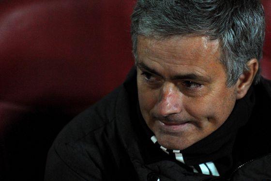 Mourinho en el banquillo de Los Cármenes