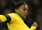 Ronaldinho no vuelve ni de penalti