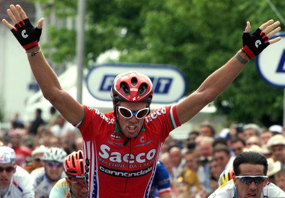 Cipollini celebra una victoria de etapa en el Tour de 1998
