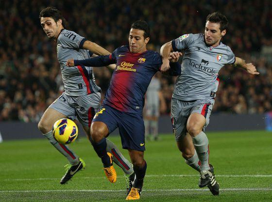 Thiago, entre Arribas y Marc Bertrán, de Osasuna