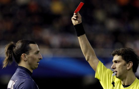 Ibrahimovic, expulsado en el último suspiro.