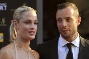 Pistorius, junto a Reeva Steenkamp, durante un acto en Johanesburgo en noviembre de 2012.