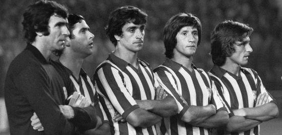 Ángel María Villar (2i), junto a Iribar, Alexanco, Escalza y Rojo II en su etapa de jugador del Athletic.