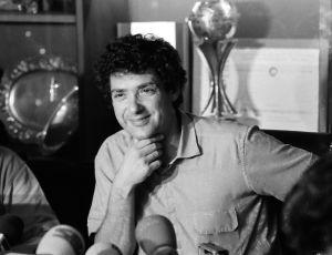 Ángel María Villar en su primera rueda de prensa como presidente de la Federación Española de Fútbol en 1988