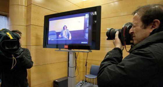 Tyler Hamilton declara por videoconferencia desde Washington.